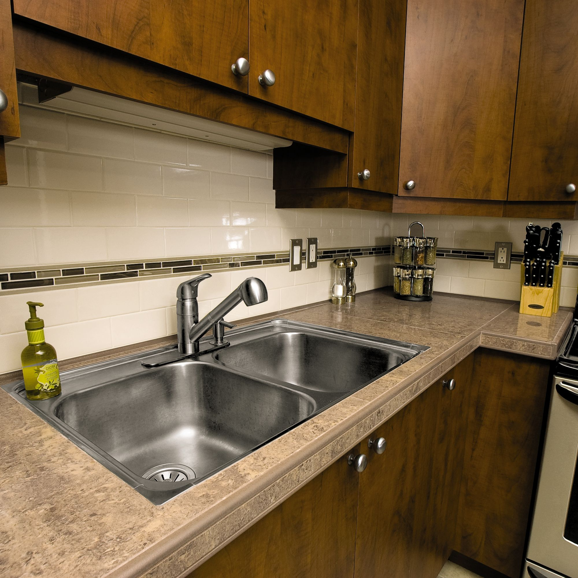Countertop With Aluminum Trim And Tile Insert Schluter Com