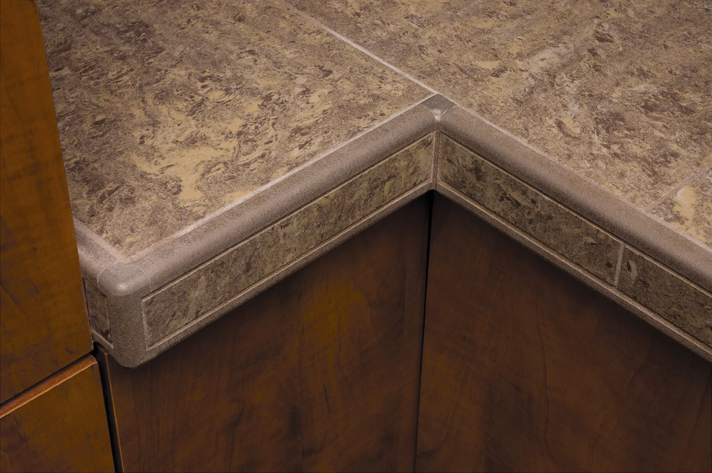 Countertop Corners Edges : RONDEC-CT double-rail edging profile and matching corners applied to ...