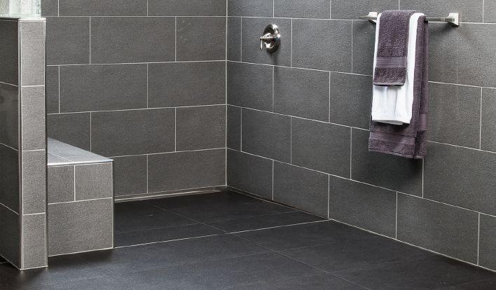 Douche carrelée avec drain linéaire | schluter.ca