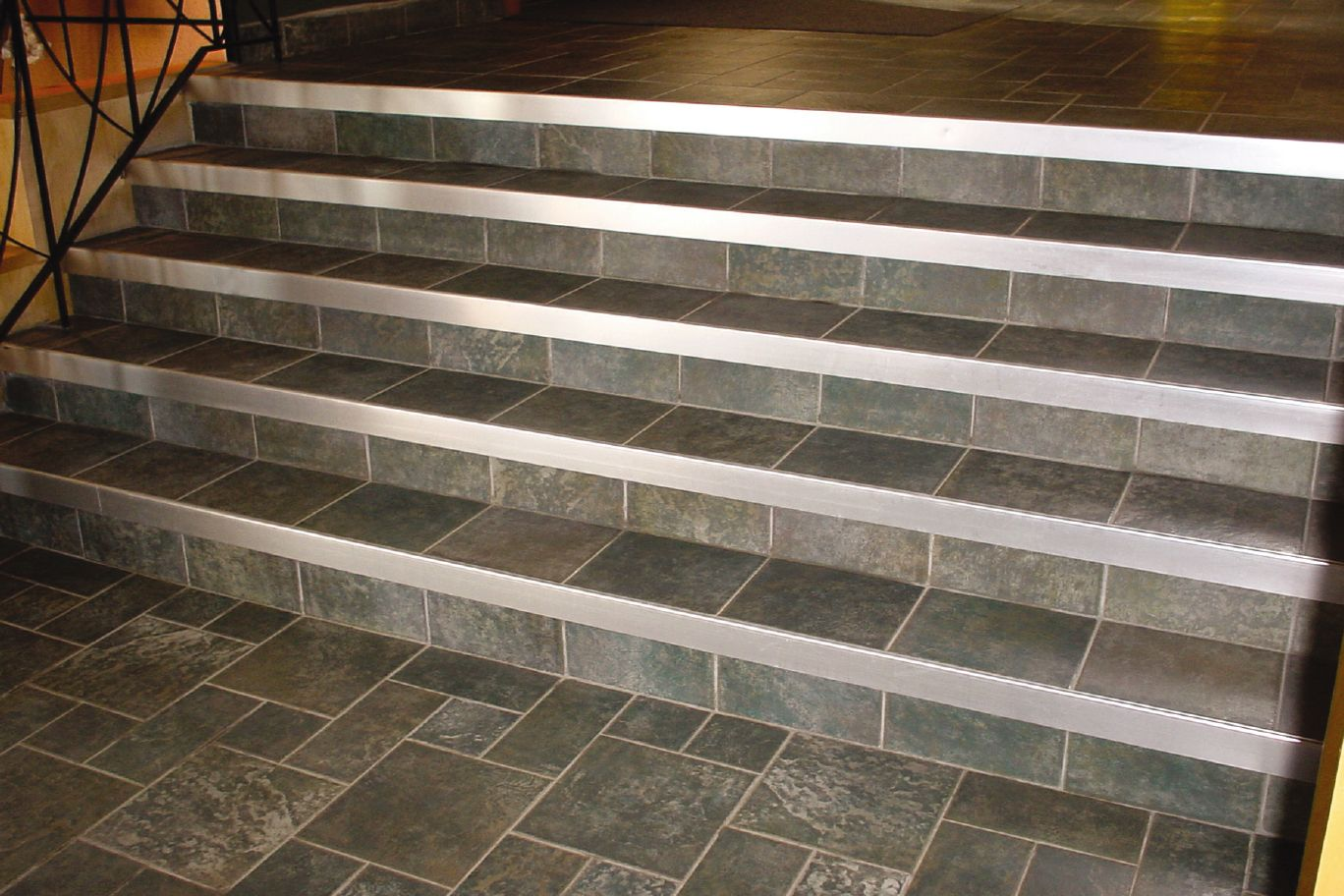 Schluter?-RONDEC-STEP For Countertops Profiles schluter.ca