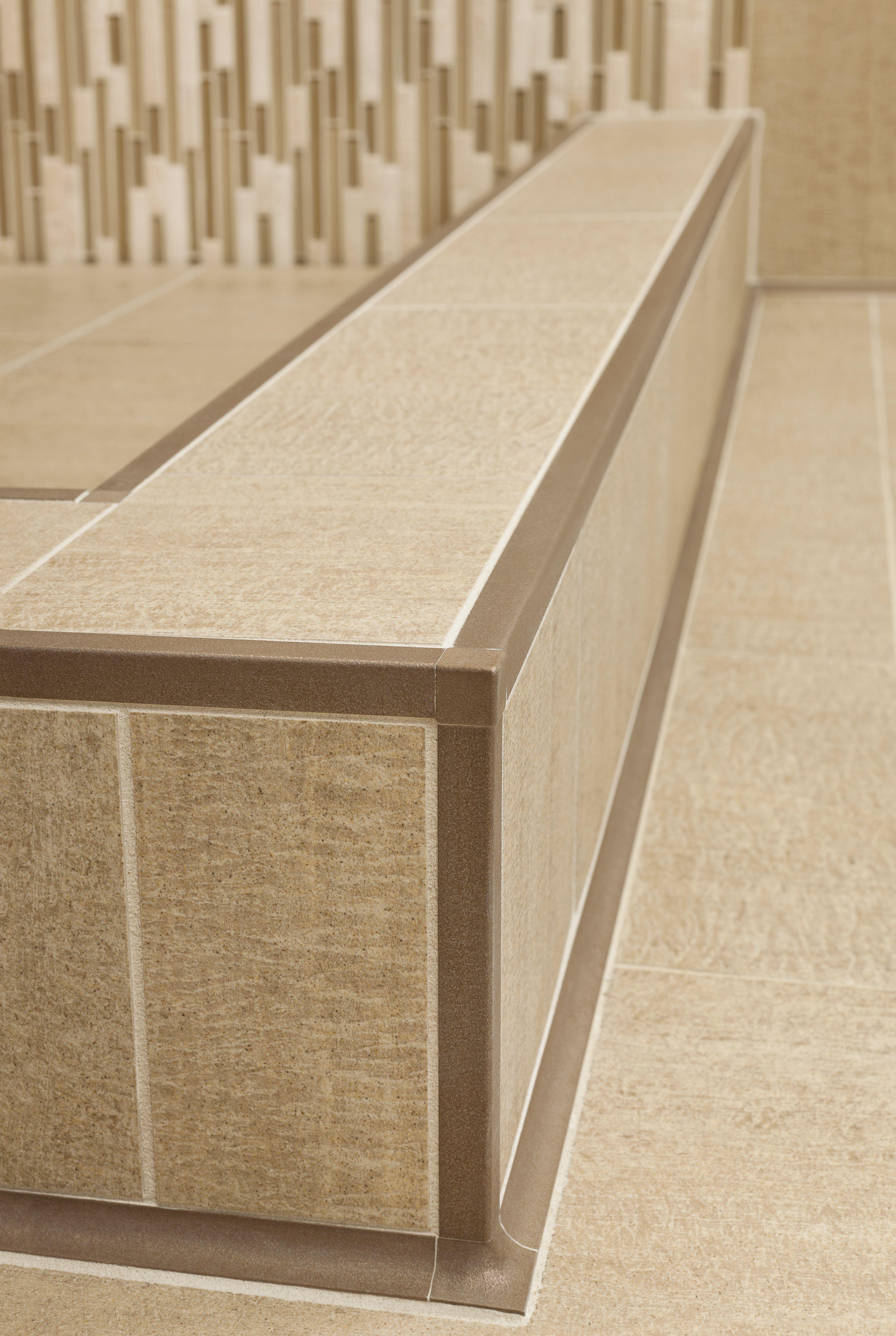 Tiled Shower Edge sand dune | schluter